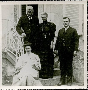 CHASE with mother father and wife 1907
