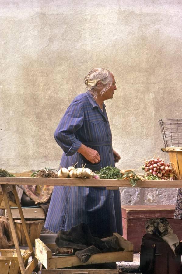 Market-at-Chateaudun-4PP